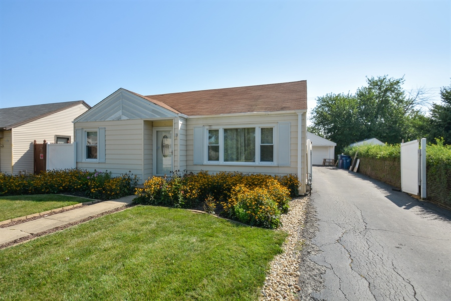Real Estate Photography - 7727 Laramie, Burbank, IL, 60459 - Front View
