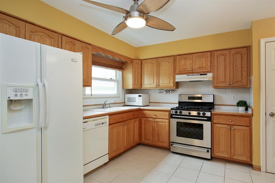 Real Estate Photography - 743 Delphia Ave, Elk Grove Village, IL, 60007 - Kitchen