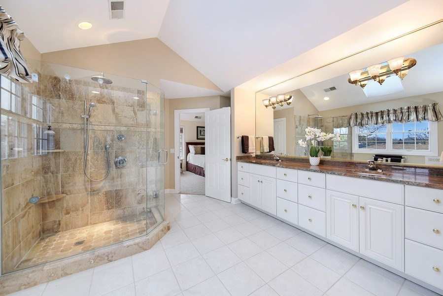 Real Estate Photography - 1529 Robinhood, LaGrange Park, IL, 60526 - Master Bathroom