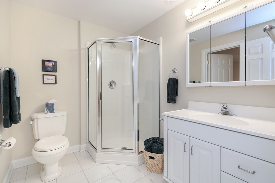 Real Estate Photography - 1529 Robinhood, LaGrange Park, IL, 60526 - Bathroom