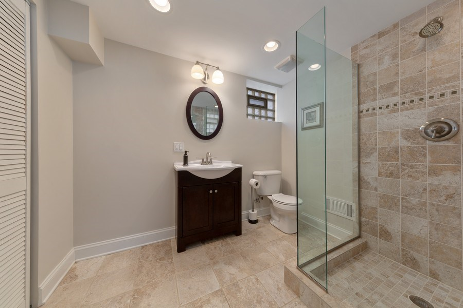 Real Estate Photography - 136 S Catherine Ave, La Grange, IL, 60525 - 2nd Bathroom
