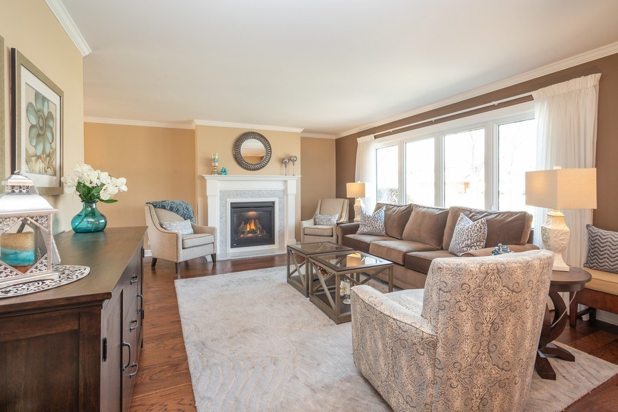 Real Estate Photography - 403 E. Ivy Lane, Arlington Heights, IL, 60004 - Living Room
