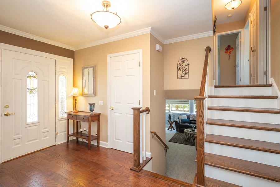 Real Estate Photography - 403 E. Ivy Lane, Arlington Heights, IL, 60004 - Foyer