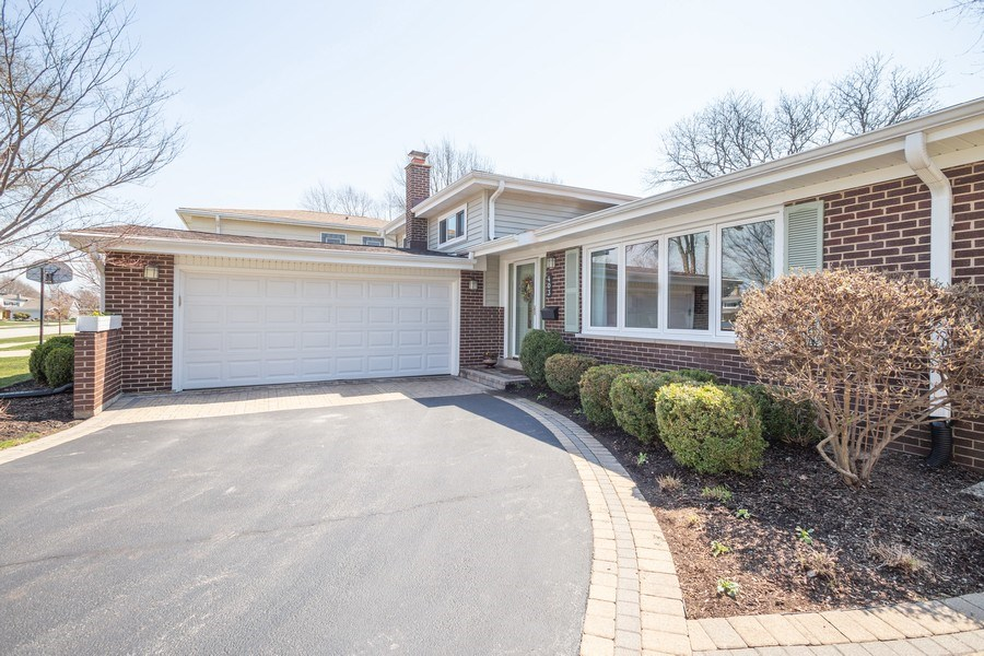 Real Estate Photography - 403 E. Ivy Lane, Arlington Heights, IL, 60004 - Garage