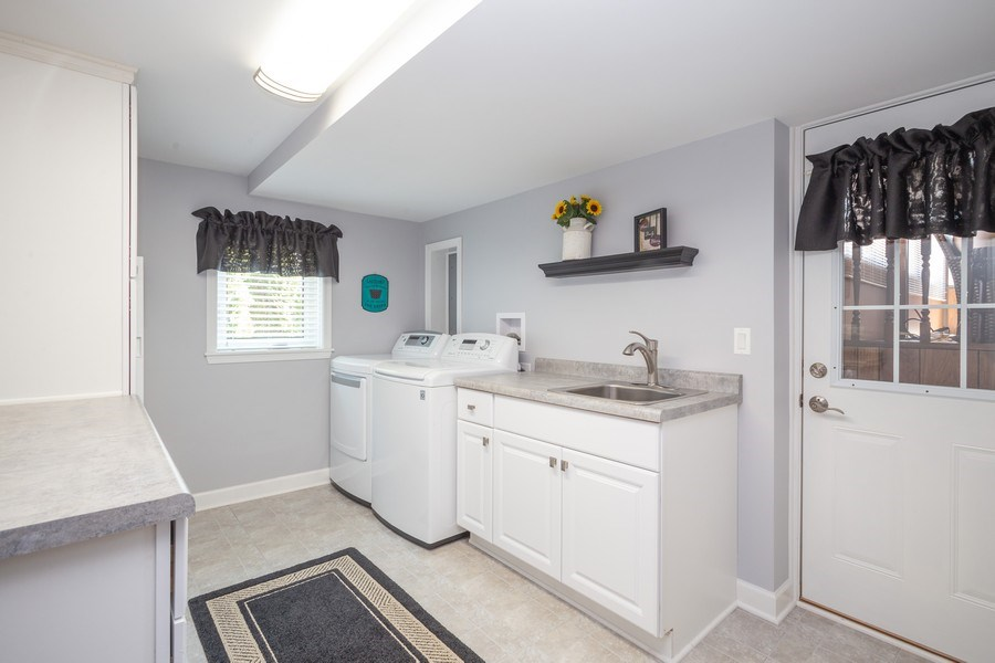 Real Estate Photography - 403 E. Ivy Lane, Arlington Heights, IL, 60004 - Laundry Room