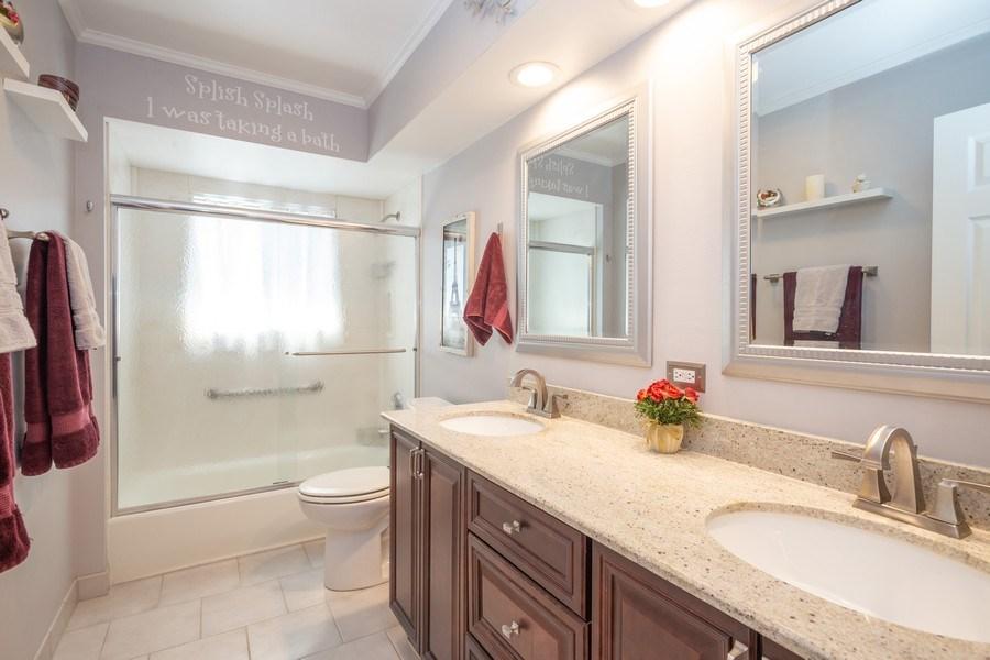 Real Estate Photography - 403 E. Ivy Lane, Arlington Heights, IL, 60004 - Bathroom