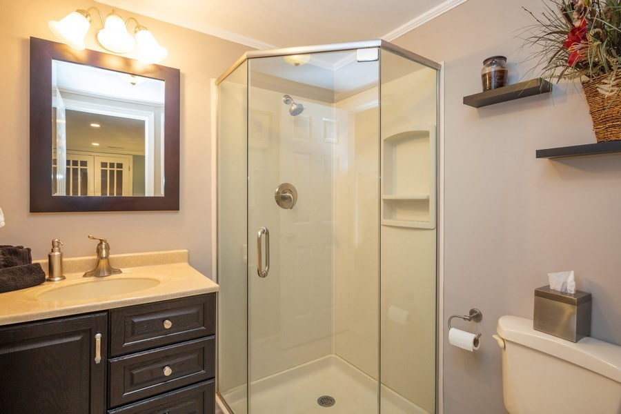 Real Estate Photography - 403 E. Ivy Lane, Arlington Heights, IL, 60004 - 2nd Bathroom