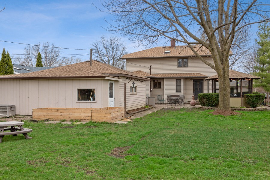 Real Estate Photography - 2316 Bluebird Lane, Rolling Meadows, IL, 60008 - Back Yard