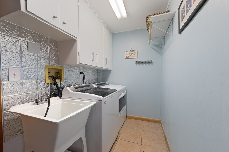 Real Estate Photography - 2316 Bluebird Lane, Rolling Meadows, IL, 60008 - Laundry Room