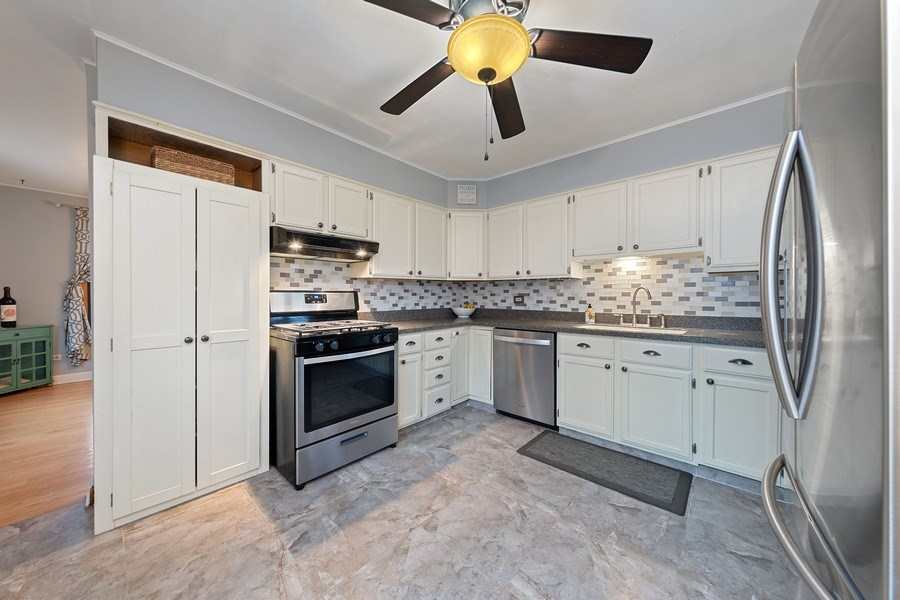 Real Estate Photography - 2316 Bluebird Lane, Rolling Meadows, IL, 60008 - Kitchen