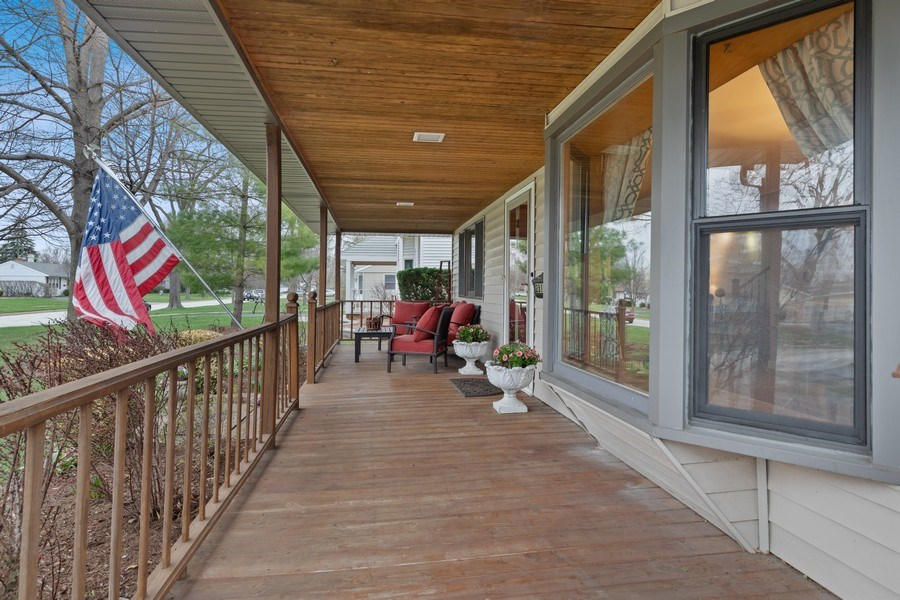 Real Estate Photography - 2316 Bluebird Lane, Rolling Meadows, IL, 60008 - Porch