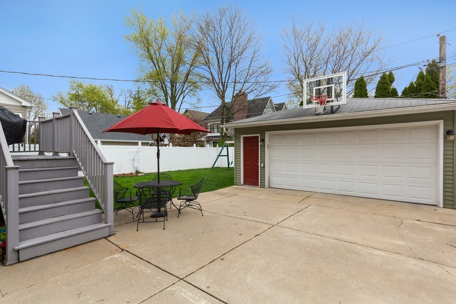 Real Estate Photography - 605 N Kensington Ave, La Grange Park, IL, 60526 - Garage