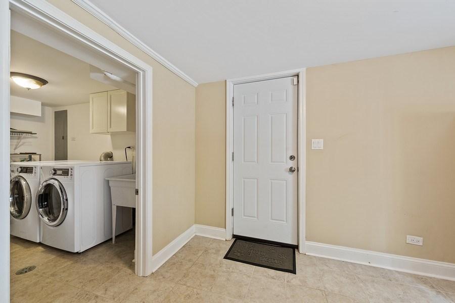 Real Estate Photography - 605 N Kensington Ave, La Grange Park, IL, 60526 - Laundry Room