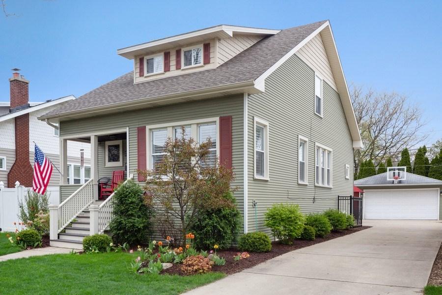 Real Estate Photography - 605 N Kensington Ave, La Grange Park, IL, 60526 - Side View