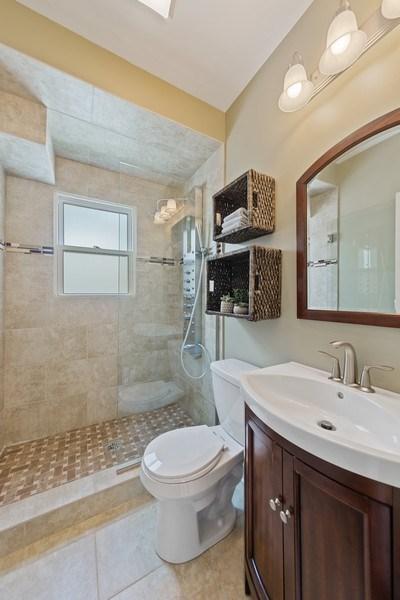 Real Estate Photography - 605 N Kensington Ave, La Grange Park, IL, 60526 - Bathroom