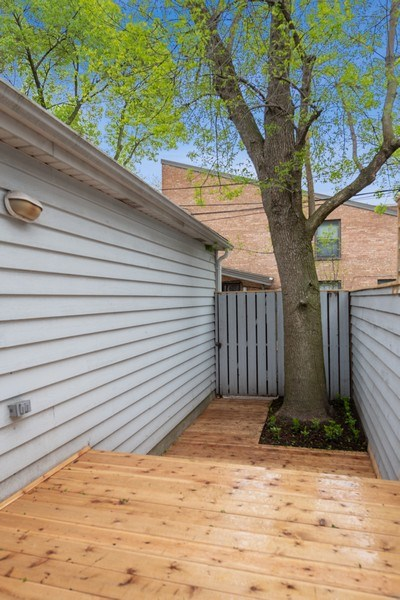 Real Estate Photography - 1652 N. Cleveland Ave., Chicago, IL, 60614 - Deck