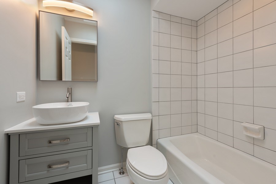 Real Estate Photography - 1652 N. Cleveland Ave., Chicago, IL, 60614 - Bathroom