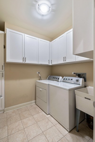 Real Estate Photography - 2811 N Bell, Unit 406, Chicago, IL, 60618 - Laundry Room