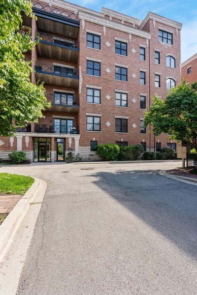 Real Estate Photography - 2811 N Bell, Unit 406, Chicago, IL, 60618 - Front View