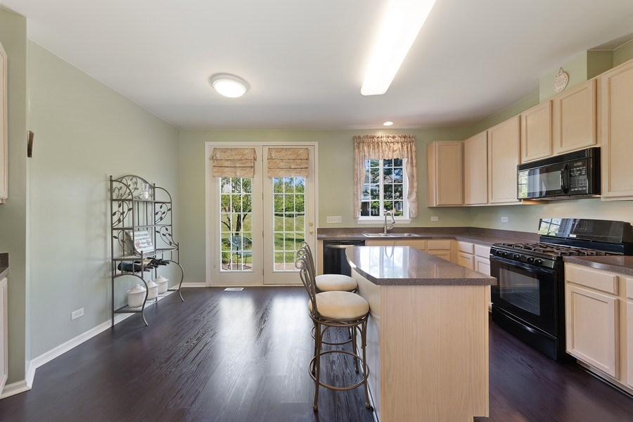 Real Estate Photography - 2588 Camberley Cir, Westchester, IL, 60154 - Kitchen