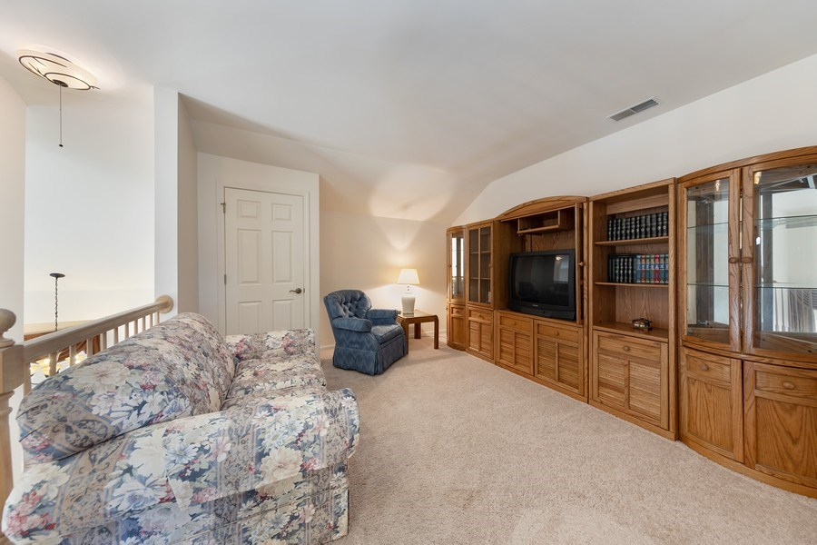 Real Estate Photography - 2588 Camberley Cir, Westchester, IL, 60154 - Loft