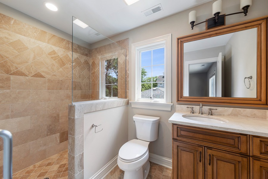 Real Estate Photography - 440 N Quincy St., Hinsdale, IL, 60521 - 2nd Bathroom