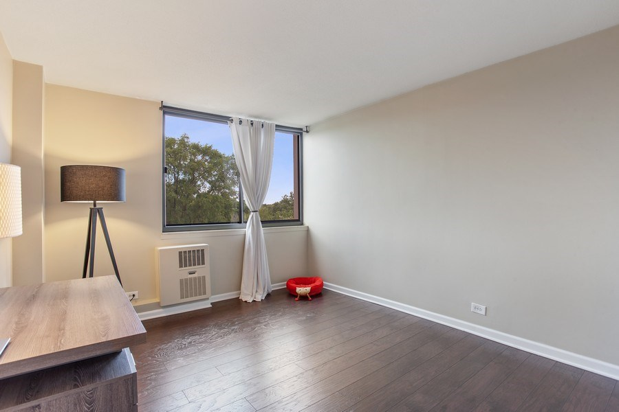 Real Estate Photography - 1110 Grove St 5H, Downers Grove, IL, 60515 - Bedroom
