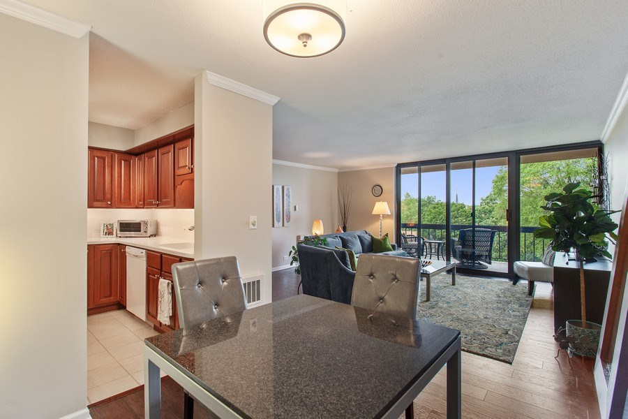 Real Estate Photography - 1110 Grove St 5H, Downers Grove, IL, 60515 - Dining Area