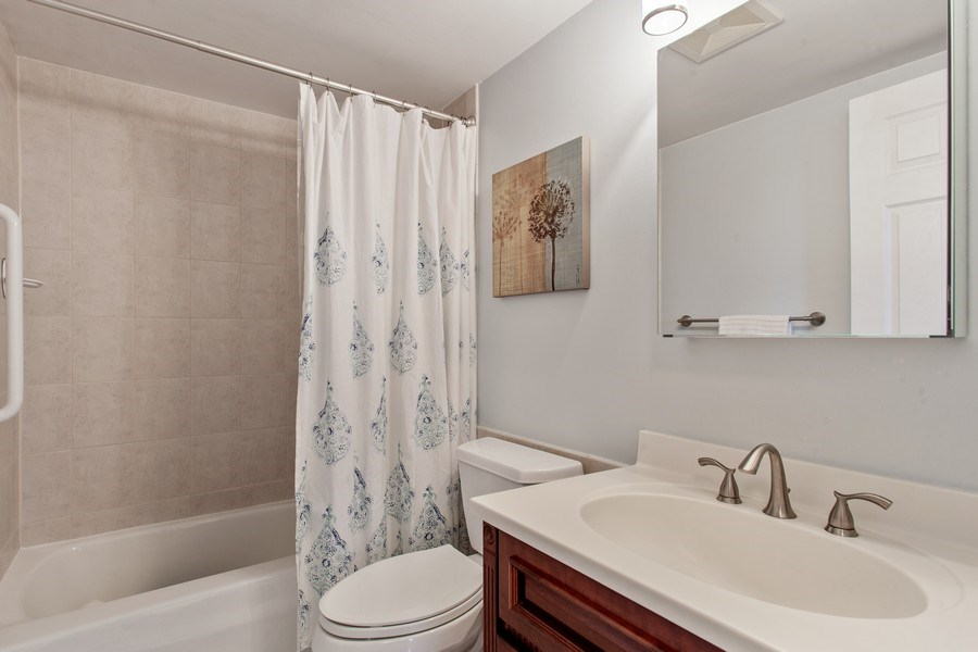 Real Estate Photography - 1110 Grove St 5H, Downers Grove, IL, 60515 - Bathroom
