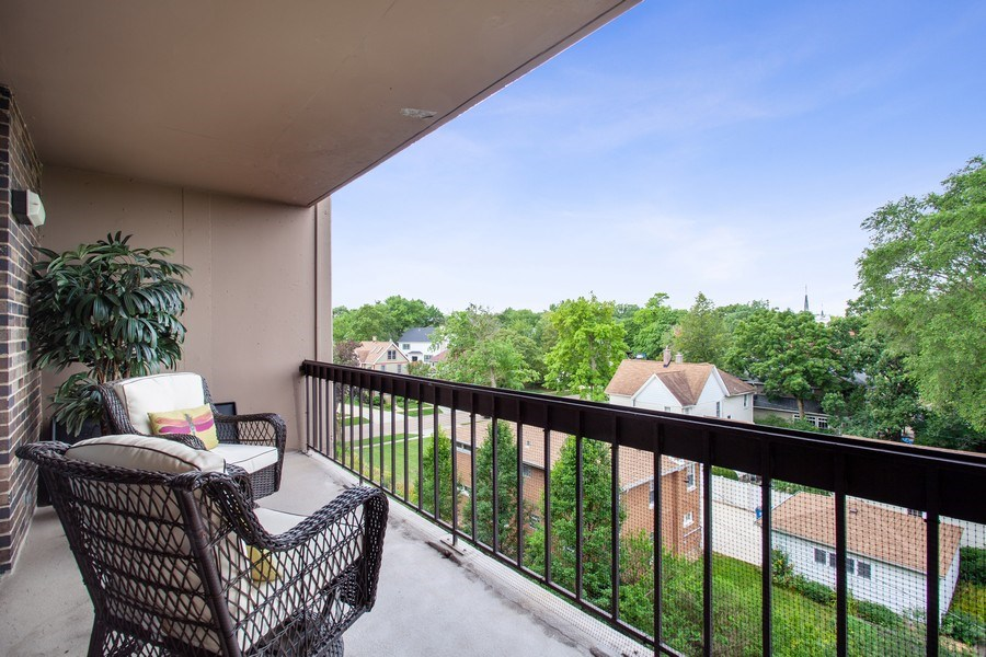 Real Estate Photography - 1110 Grove St 5H, Downers Grove, IL, 60515 - Balcony