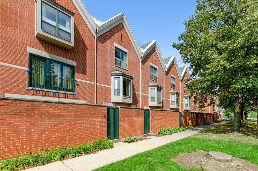 Real Estate Photography - 612 S. Laflin, Unit E, Chicago, IL, 60607 - Front View