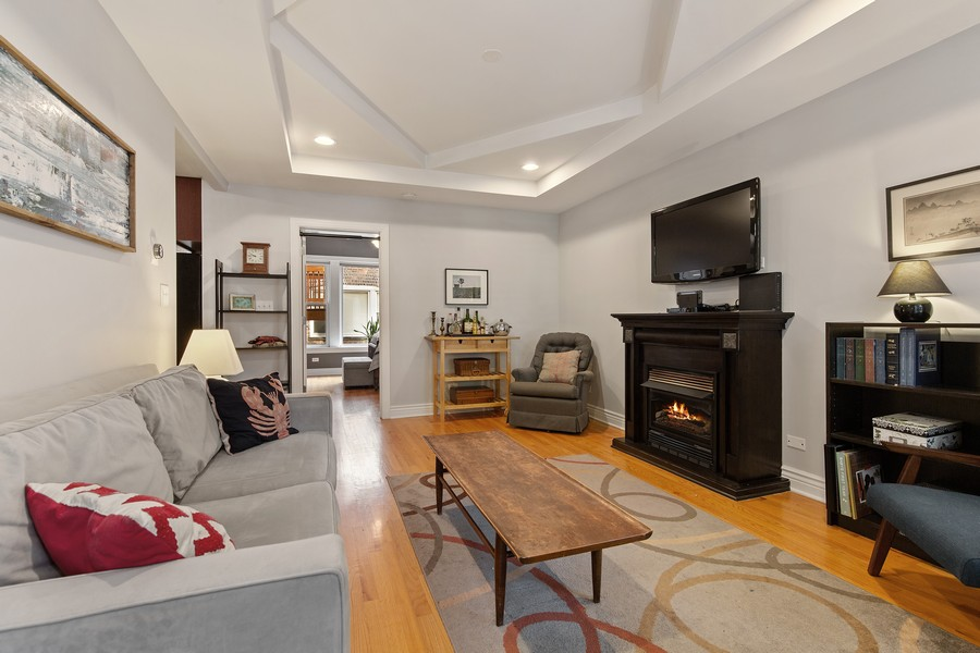 Real Estate Photography - 7035 N Greenview Ave, Unit 1S, Chicago, IL, 60626 - Living Room