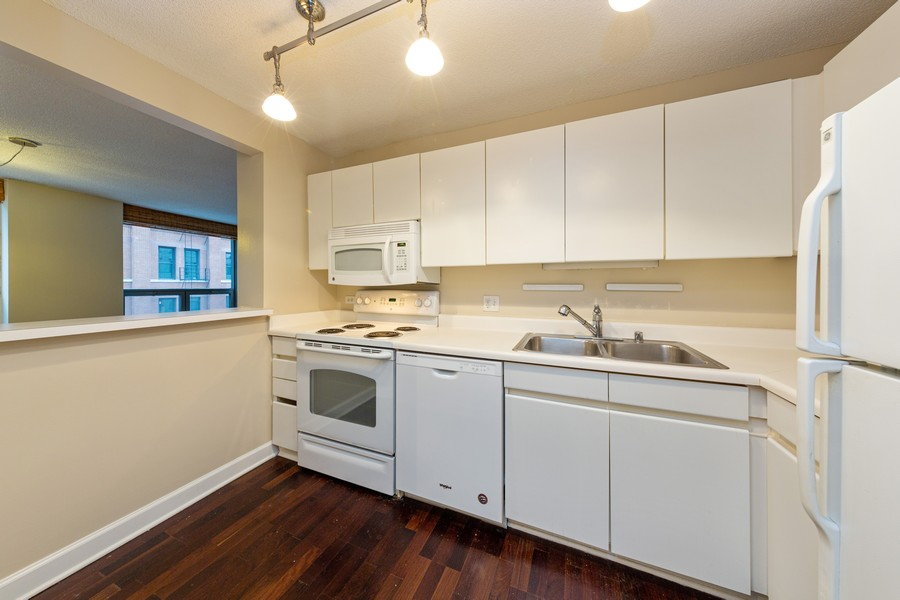 Real Estate Photography - 440 N. Wabash, #505, Chicago, IL, 60611 - Kitchen