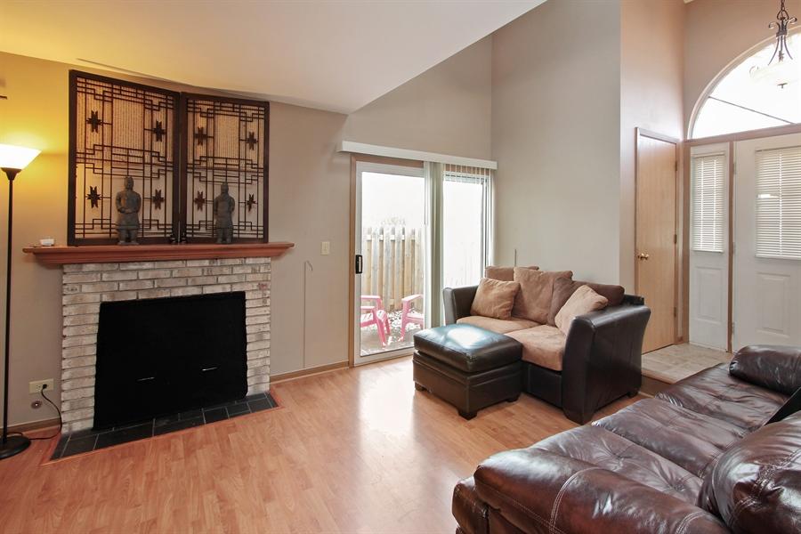 Real Estate Photography - 4484 Brighton Ct, Gurnee, IL, 60031 - Living Room