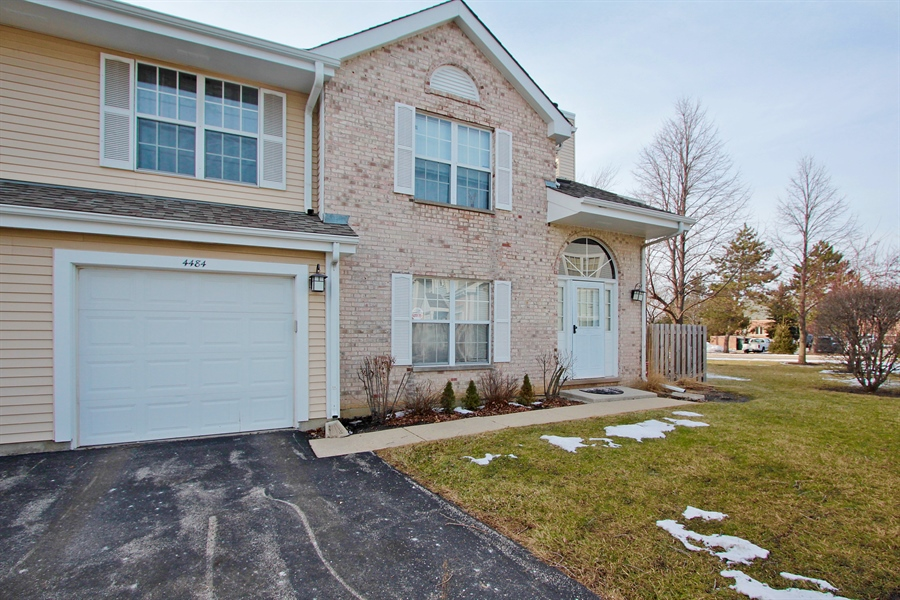 Real Estate Photography - 4484 Brighton Ct, Gurnee, IL, 60031 - Front View