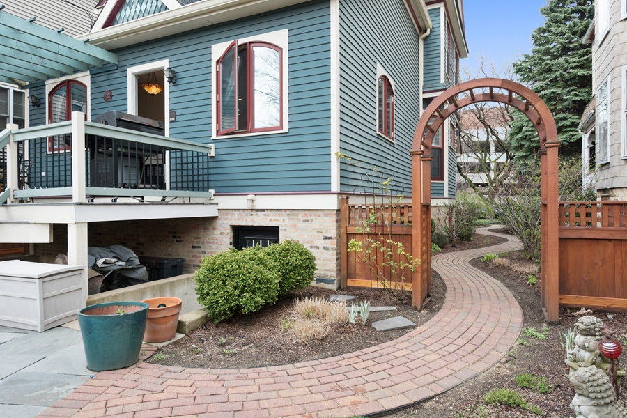 Real Estate Photography - 4512 N Damen, Chicago, IL, 60625 - Side Yard