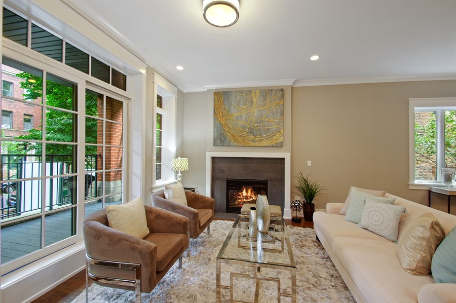 Real Estate Photography - 707 W Buckingham, Unit 1W, Chicago, IL, 60657 - Living Room
