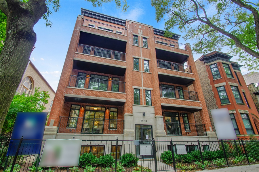 Real Estate Photography - 707 W Buckingham, Unit 1W, Chicago, IL, 60657 - Front View