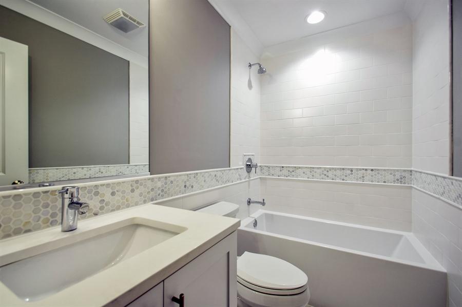Real Estate Photography - 707 W Buckingham, Unit 1W, Chicago, IL, 60657 - 2nd Bathroom