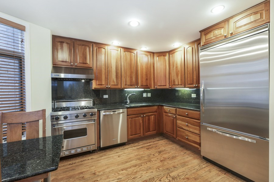 Real Estate Photography - 1251 W Fletcher L, Chicago, IL, 60657 - Kitchen