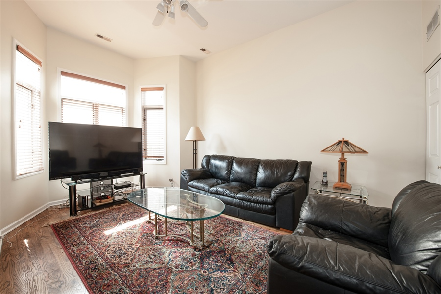 Real Estate Photography - 1251 W Fletcher L, Chicago, IL, 60657 - Family Room