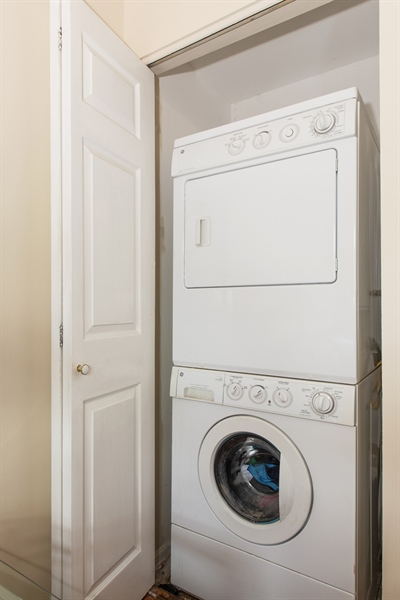 Real Estate Photography - 1251 W Fletcher L, Chicago, IL, 60657 - Laundry Room