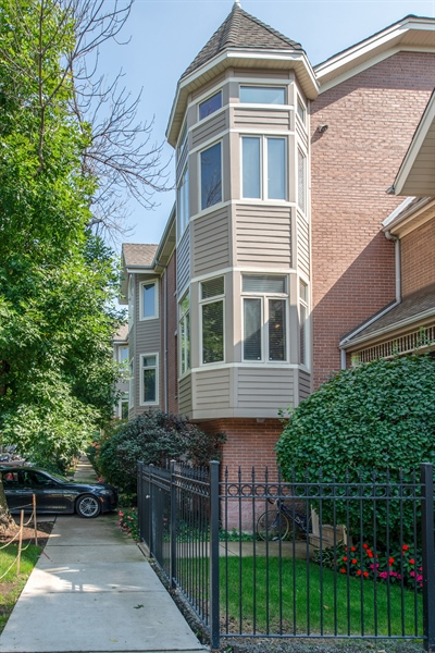 Real Estate Photography - 1251 W Fletcher L, Chicago, IL, 60657 - Front View