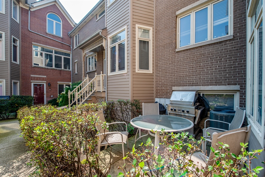 Real Estate Photography - 1251 W Fletcher L, Chicago, IL, 60657 - Patio