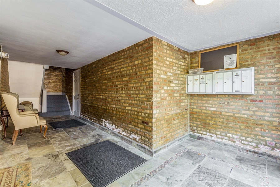 Real Estate Photography - 6511 N Oakley Ave, chicago, IL, 60645 - Entryway