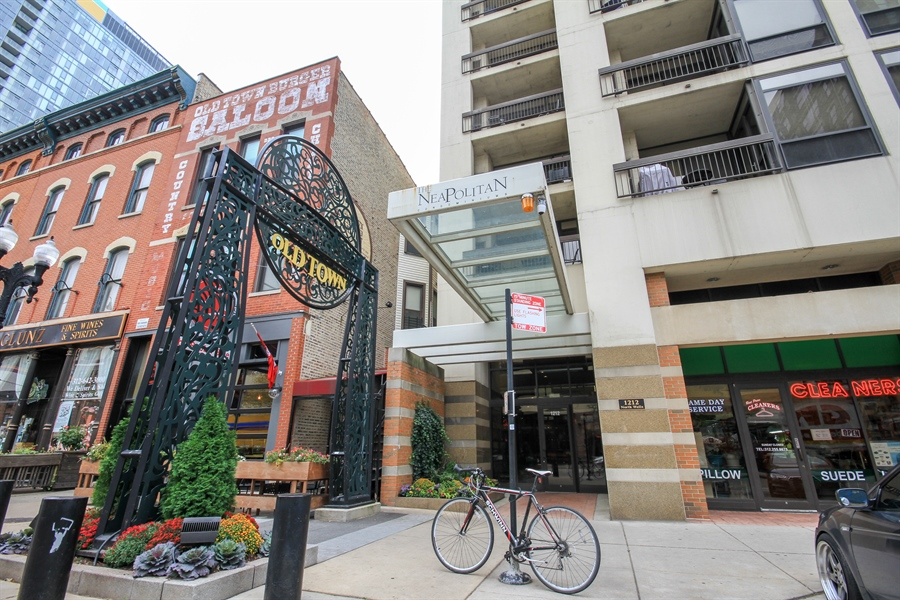 Real Estate Photography - 1212 N Wells, Unit 1405, Chicago, IL, 60610 - Front View