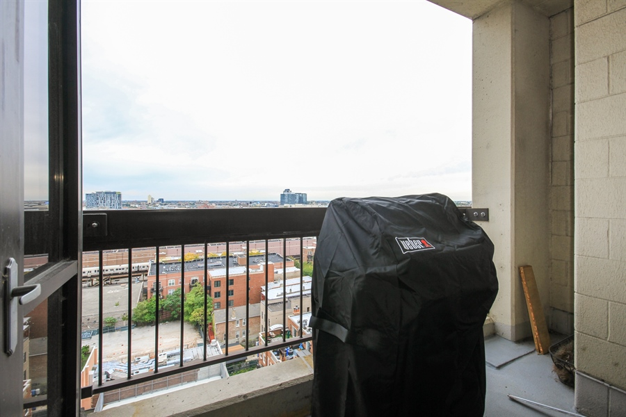 Real Estate Photography - 1212 N Wells, Unit 1405, Chicago, IL, 60610 - Deck