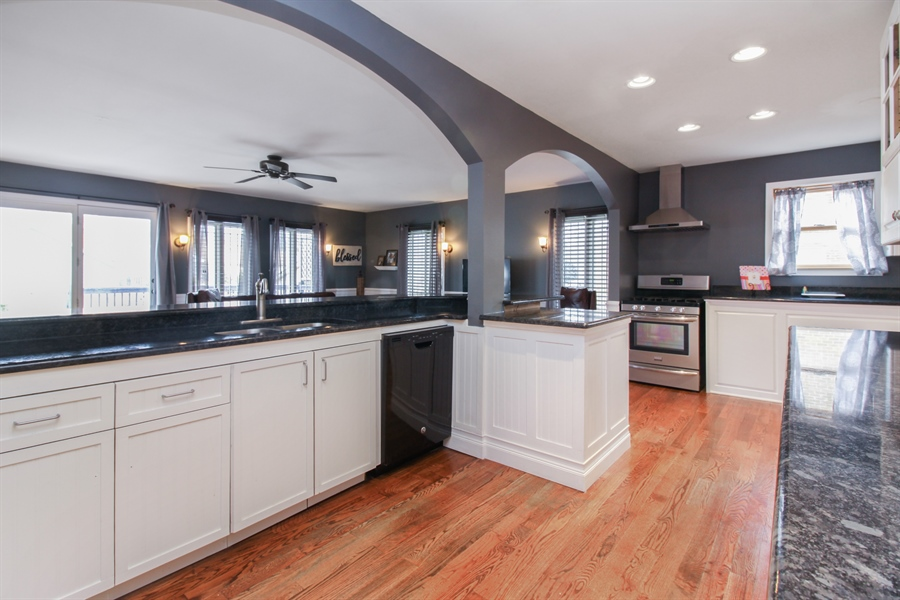 Real Estate Photography - 426 Gierz, Downers Grove, IL, 60515 - Kitchen