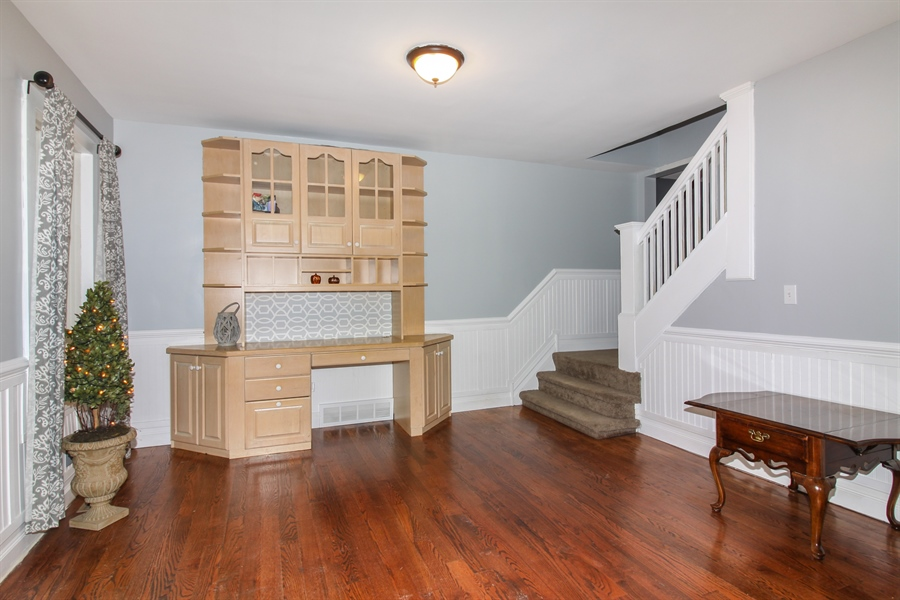 Real Estate Photography - 426 Gierz, Downers Grove, IL, 60515 - Foyer