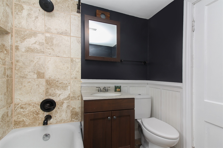Real Estate Photography - 426 Gierz, Downers Grove, IL, 60515 - Bathroom
